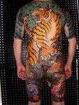 虎 背中額彫り