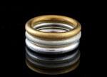Kombination aus Silberringen und vergoldetem Silberring