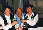 Under und Näll 1998: Alice Rossacher und Rita Enz mit Felix Enz