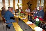 Geburtstagsfeier 2011: Die Jubilaren in gemütlicher Runde.