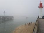 Un shooting photo ou un tournage qui s'achève dans la brume