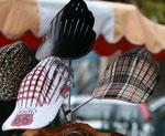 Entre casquette et chapeau