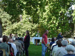 La messe dans le parc du château Saint pierre