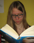 Julia  16 Jahre  Hobby: Lesen, Schreiben - Liest gern Fantasy, Dystopien