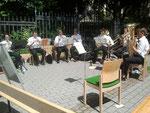 ... ein Stuhl im Ensemble blieb frei ...