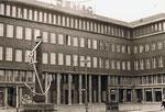 IHK-Gebäude mit Ankerbrunnen