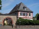eines der vielen Fachwerkhäuser in Geisenheim/one of the many timbered houses in Geisenheim