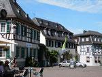 Domplatz in Geisenheim mit einem Cafe und einem Weinausschank/center of Geisenheim with cafe and winebar