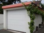 Motor- und Fahrräder können in der Garage mitabgestellt werden. Autos parken im großen Hof/garage for bikes, cars park in thelarge yard