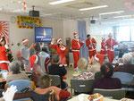 皆さんとクリスマスソングを歌いました