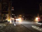 雀宮の五差路信号が停止し交通整理を行う警察官