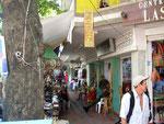 Viele kleine und kleinste Geschäfte und Verkaufsstände