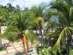 Das Hotelgelaende geht in den Strandbereich ueber