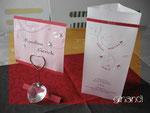 Menü-Säulen und Tischkarten zur Hochzeit, transparent
