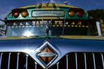 die Busse sind zwar immer voll dafür müssen sie aber keine Straßenregeln beachten wenn ihre Hupe funktioniert