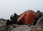 hatten wir unser Basislager erreicht und unser neues Zelt wurde eingeweiht. JIPPIIIIIE