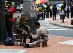 Bogota hier putzt das Militär nicht selber die Schuhe
