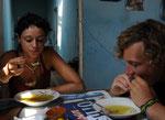 Beim Essen mitm Johnny. Suppe mit Hühnchenfüssen