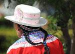 Alle Peruanerinnen haben diese Zoepfe. Naja auch hier haelt in den Staedten die Globalisierung einfluss und man findet leider nicht mehr viel traditionelles..