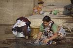 Wäsche wird im Ganges gereinigt oder verschmutzt?