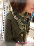 同色のグリーン系のお洋服にグラデーションストールにさりげなく☆