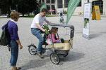 Taga Dreirad mit Vater und Tochter