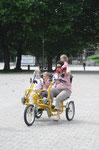 Fun2Go Dreirad mit Mutter und Kindern