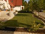 Kleingarten mit Rollrasen