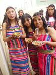 INCA - die Jugendgruppe macht sich für den Tanz bereit