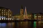 Hamburger Rathaus in der Vorweihnachtszeit