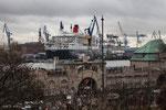 die Queen Mary 2 im Hamburger Hafen