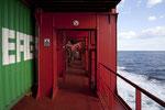 Gang auf dem Containerschiff