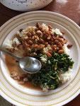 Wali na Maharage na Mtchicha (Reis mit Bohnen und grünes Blättergemüse)