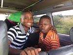Hasani und sein Zwillingsbruder Husen vor der Abreise