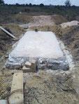 Die erste Kammer der Abwassergrube ist zugedeckt
