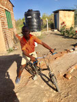 Hasani kann schon fast Fahrradfahren