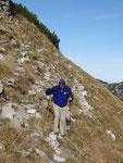 steiler Bergpfad am Abhang des Atterkogels