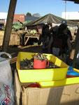 Il bruco del mopani è una squisitezza locale (vedi Afica da ridere ecc.)