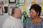 Heinrich und Maria mit ihrem sprechenden Gelbseitensittich