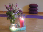 Yoga in stimmungsvoller Atmosphäre
