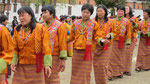 Frauen aus Bhutan in traditionellen Trachten