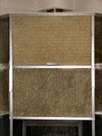 Fixés par les rails en U, les panneaux de laine de roche assure l'isolation du caisson de hotte