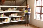 2014 Unser ganzer Stolz. Die Bibliothek mit inzwischen 1500 englischen Büchern wächst