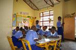 2012 Ein Schlafraum wird erst einmal als Klassenzimmer benutzt