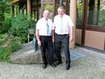 Links der bisherige Rektor, Herr R. Glaab mit seinem Nachfolger, Herrn B. Kellner