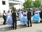 Die Banater Schwaben führten mehrere Tänze vor (Walzer und Polka)