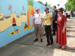 Mit gesprayten und gemalten Bildern, ausgeführt vom Jugendzentrum in tagelanger ehrenamtlicher Tätigkeit entstand ein Kunstwerk, das der Heuchelhof als Geschank der Stadt übergab