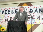 Konrektor Bernd Kellner begrüßt die zahlreichen Gäste