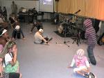 Die Klasse 2a führte einen Breakdance vor