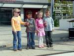 Moritz, Luisa, Mark und Alexandra von der ABC-Schule eröffneten das Show-Programm mit ihrem Lied: Riicki ticki tick